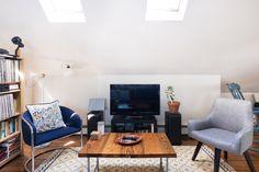 Un mansarda ariosa e luminosa, con grandi finestre per tetti e uno stile…