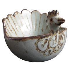 Fuente gallina de gres. Cerámica típica de Quinchamali