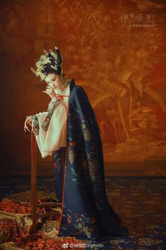 Chinese female costume of Qing Dynasty, from the drama 後宮甄嬛傳。 Google search. Chinese Traditional Costume, Traditional Fashion, Traditional Outfits, Chinese Style, Chinese Art, Chinese Painting, Oriental Fashion, Asian Fashion, Geisha