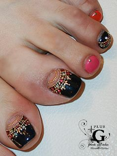 Indian inspired pedicure: totally unrealistic to do yourself, but still so amazing - Nails Fancy Nails, Love Nails, Pretty Nails, My Nails, Style Nails, Pretty Toes, Toe Nail Designs, Acrylic Nail Designs, Acrylic Nails