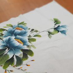 목단그리기 / 양산부산정관울산천아트 : 네이버 블로그 Fabric Painting, Fabric Art, Art Background, Chinese Painting, Botanical Illustration, Peonies, Concept Art, Hand Painted, Traditional Chinese