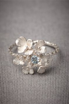 Something like this in gold would be just amazing...maybe with a yellow or light brown stone.