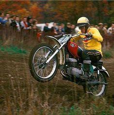 Vintage Motocross, Vintage Racing, Dirt Bike Parts, Cool Dirt Bikes, Old Scool, Motocross Riders, Sport Bikes, Mx Bikes, Motorcycle Racers