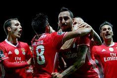 Mitroglou devolve liderança ao Benfica