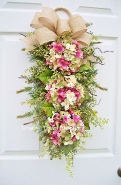 Hydrangea wreath--simply stunning! 30 gorgeous Summer wreaths to DIY or buy!