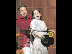 Die Paprika-Gräfin in bemühter Neu-Inszenierung: Boris Eder als Baron Koloman Zsupan und Anita Götz als Lisa.