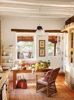 office en la cocina de una casa rustica
