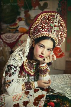 New Fashion Art Photography Headdress Ideas Ethnic Fashion, Look Fashion, Fashion Art, Trendy Fashion, Russian Beauty, Russian Fashion, Visage Halloween, Style Russe, Mode Russe