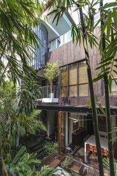 【癒やしの庭】鬱蒼と茂る木々と全開口で繋がる屋外空間   住宅デザイン
