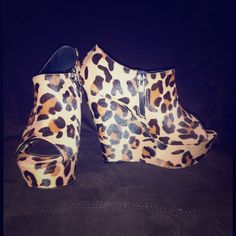 Steve Madden Wicked-L Leopard Platform Wedge Sz 7 Pony hair upper, synthetic lower. Size 7. Worn once. Steve Madden Shoes Wedges