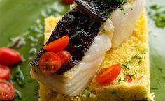 Bacalhau confitado com couscous marroquino - http://superchefs.com.br/bacalhau-confitado/ - #Bacalhau, #Confit, #Couscous, #HeloizaBacellar, #Receitas