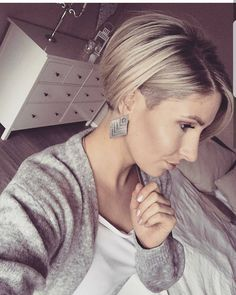 """2,817 Likes, 24 Comments - Short Hair DontCare PixieCut (@nothingbutpixies) on Instagram: """"This is NOT the first time @thismomsgonnasnap went pixie. Tried growing back out but than saw…"""""""