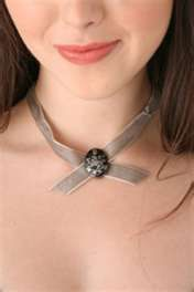 Alice's choker necklace with Cullen crest.