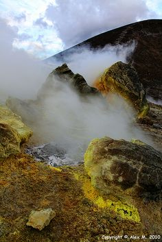 Isole Eolie: Vulcano , Sicilia. I would like to walk through the smoking sulfur on the summit of Vulcano in the early mornings