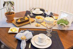 Café da tarde de festa junina com tons de azul Table Settings, Table Decorations, Home Decor, Striped Table, Shades Of Blue, Blue And White, Diy Home, Diy Creative Ideas, Decoration Home