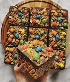 Cereal Treats, No Bake Treats, Yummy Treats, Sweet Treats, Chocolate Work, Chocolate Topping, Baking Recipes, Cake Recipes, Dessert Recipes