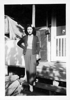 Adore every element of her casual 1940s outfit.