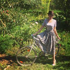 Прогулки на велосипеде))) в любимой юбочке @katerina_dorokhova_official
