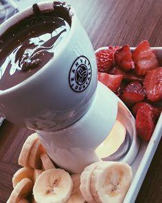 ♥️ #chocolate#chocolatelover#chocolat#chocolatelovers#chocolatecoveredstrawberries#strawberry#banana#kahvedünyası#çikolata#fondü#çilek#muz#nutella#like#like4like#likeforlike#likes#instachocolate#instalike#instagood#happy#tagsforlikes