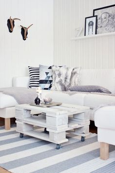 All the living room design ideas you'll need. Be inspired by styles, trends & decorating advice to make your lounge a place where everyone wants to hang out. Pallet Furniture, Home Furniture, Living Spaces, Living Room, Home And Deco, Home Decor Inspiration, Home And Living, Room Decor, House Design