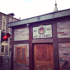Rue de Crimée is de langste straat (meer dan 2km) van het 19de arrondissement in Parijs. Wat me het meest opvalt, is de manier waarop ...