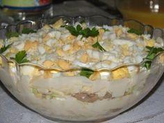 Królewska sałatka - warstwowa z ananasem - Przepisy kulinarne - Sałatki