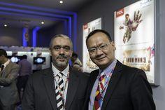 المهندس / محمد محمود العربى مع أحد مسؤولى شركة TCL العالمية