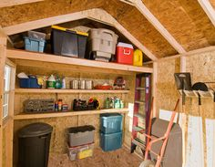 Image issue du site Web http://www.backyardbuildings.com/blog/wp-content/uploads/2014/06/ideas-for-shed-organization.jpg