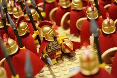 300 Spartan warriors in our display. Lego Roman, Lego Tv, Lego Custom Minifigures, Lego Boards, Spartan Warrior, Lego Castle, Sams, Cool Lego, Lego Ideas