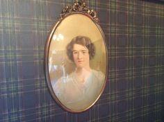 La sœur de mon père, la tante Germaine Bertrand, née en 1900 et décédée en 1999 dans les chambres des ancêtres Bertrand, Mirror, Frame, Home Decor, Duvet, Bedrooms, Picture Frame, Decoration Home, Room Decor