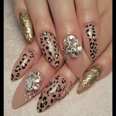 """For the love of Cheetah..... Nail for the beautiful @cassiiemelinda_  #hotnailart #mindyhardy #orlandonails #nails #nailart #hotnails #notd #crystalnails…"""