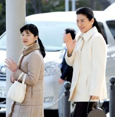 Princess Aiko (L) and Crown Princess Masako wave to well-wishers upon arrival at Nagano Station on 26 March 2013 in Nagano