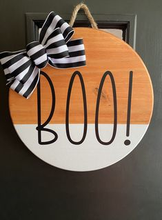 Halloween Porch, Halloween Home Decor, Halloween Signs, Halloween Crafts, Easy Halloween, Halloween Costumes, Boo Door Hanger, Fall Door Hangers, Wooden Door Hangers