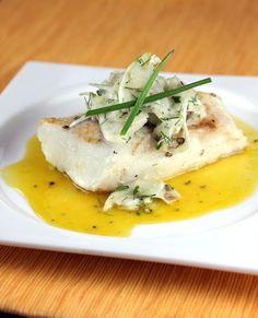 Una rica receta para cocinar los filetes de pescado en una salsa de cítricos con Jengibre. Es una gran opción para dietas ya que solo tiene 130 calorías por porción y 5 gramos de carbohidratos.