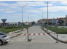 Urbanizacion retrasada 560.000 euros  http://hoynavalmoral.es/actualidad/2014-12-24/terminar-urbanizaciones-eras-cerro-costara-0905.html