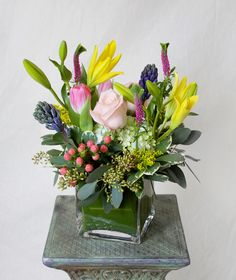 HEPATICA everyday arrangement (roses, lilies, veronica, hyacinth, hypericum berry) – photo: QUARTER design studio
