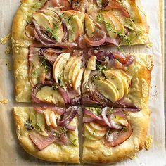 Caramelized Onion and Apple Tart. Marry the sweet crunch of caramelized onions with salty ham and tart apples in this fabulous fall flatbread. The savory topping turns pizza crust into an easy dinner or appetizer. Easy Baking Recipes, Cooking Recipes, Healthy Recipes, Apple Recipes Savory, Fresh Apples, Sliced Apples, Sliced Ham, Apples And Cheese, Fall Baking