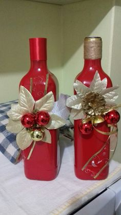 Enfeites de natal com garrafas Mais Glass Bottle Crafts, Wine Bottle Art, Wine Cork Crafts, Diy Bottle, Mason Jar Crafts, Christmas Wine Bottles, Bottle Painting, Holiday Crafts, Image