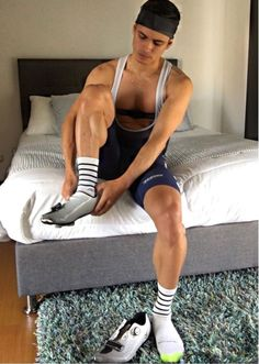 Bi_cyclistnetn On Kik Hairy Legs Guys, Cycling Lycra, Football Senior Pictures, Total Ab Workout, Lycra Men, Soccer Guys, Rugby Men, Sexy Shirts, Athletic Men