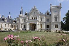 Nádasdladányban gyönyörűen fel van újítva a Tudor-stílusú kastély