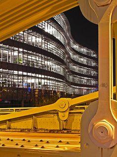 Pittsburgh - Alcoa building framed by Roberto Clemente Bridge