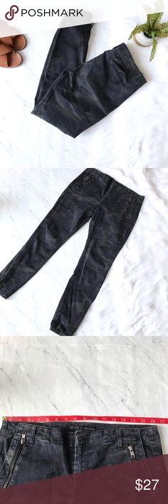 Zara Sz 10 camo skinny jeans Zara skinny jeans. Very stretchy, great condition. Sz 10 Zara Jeans Skinny
