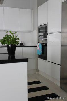 Black & white kitchen Photo by Modernisti kodikas