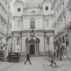 Spaziergang durch die Wiener Innenstadt #walk #flanieren #wien #blackandwhite #peterskirche #stadtspaziergang #vienna #igersvienna #graben #unterwegs by freets_at