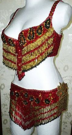 conjunto rojo-arroz oro y negro $1600