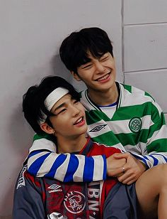 Fanfiction, Wattpad, Kpop Gifs, Lee Know Stray Kids, Free Hugs, Ulzzang Couple, Sky Aesthetic, Cute Gif, Best Couple
