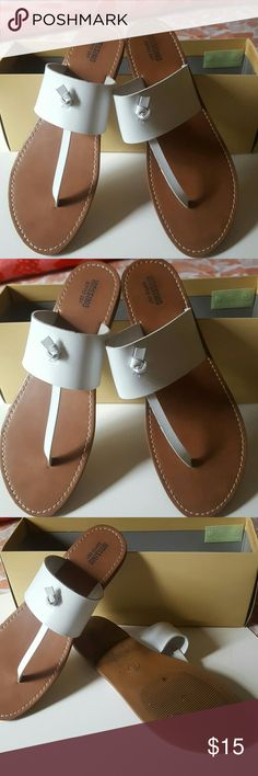 """MOSSIMO SUPPLY CO. KNOT THONG SANDAL White leather. 1/2"""" heel. Med. width. Size 8. Excellent condition. Worn once. Stylish and comfortable. Shoes Sandals"""