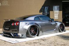 Liberty-Walk-Nissan-GT-R-RACE-8