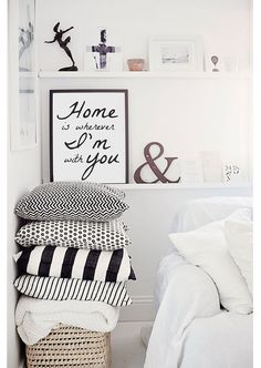 He encontrado este interesante anuncio de Etsy en https://www.etsy.com/es/listing/193874551/home-is-wherever-im-with-you-wall-decor