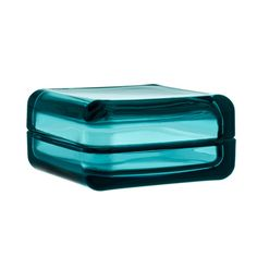 Vitriini glass Box in sea blue. The new Vitriini containers from iittala are so much more than storage! Created by glass designer Anu Penttinen, this square container with sea blue glass lid and both looks good and serves a practical purpose Verre Design, Luminaire Design, Decorative Accessories, Home Accessories, Decorative Boxes, Golden Design, Scandinavian Interior Design, Glass Boxes